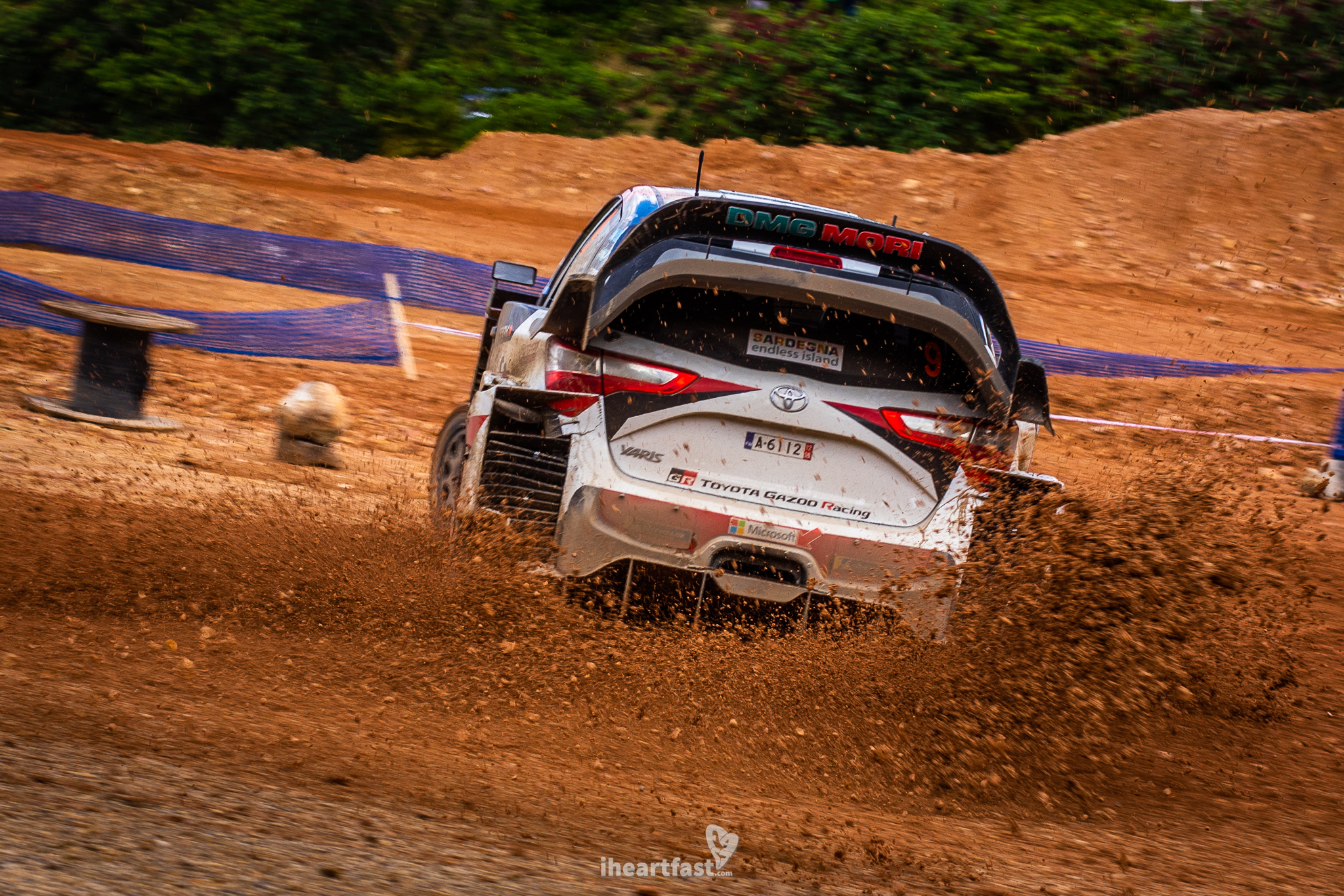Lappi throwing mud